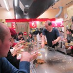 Dégustation d'un okonomiyaki