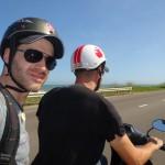 En moto sur la côte
