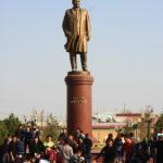 Statue d'Islam Karimov, père de la nation ouzbèke moderne
