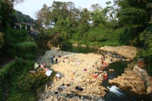 Népalais se baignait à Pokhara