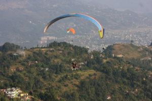 Parapente au dessus de Pokhara