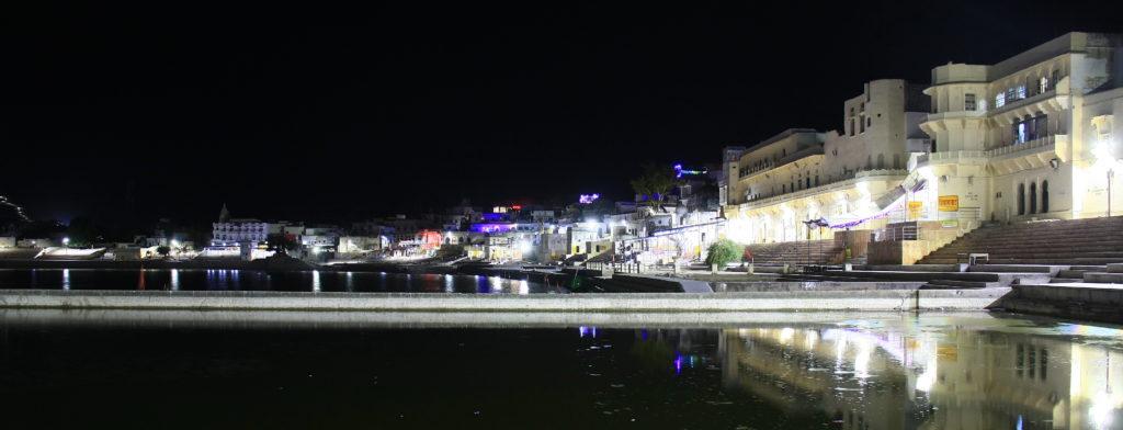 Ghats de Pushkar de nuit, Rajasthan, Inde