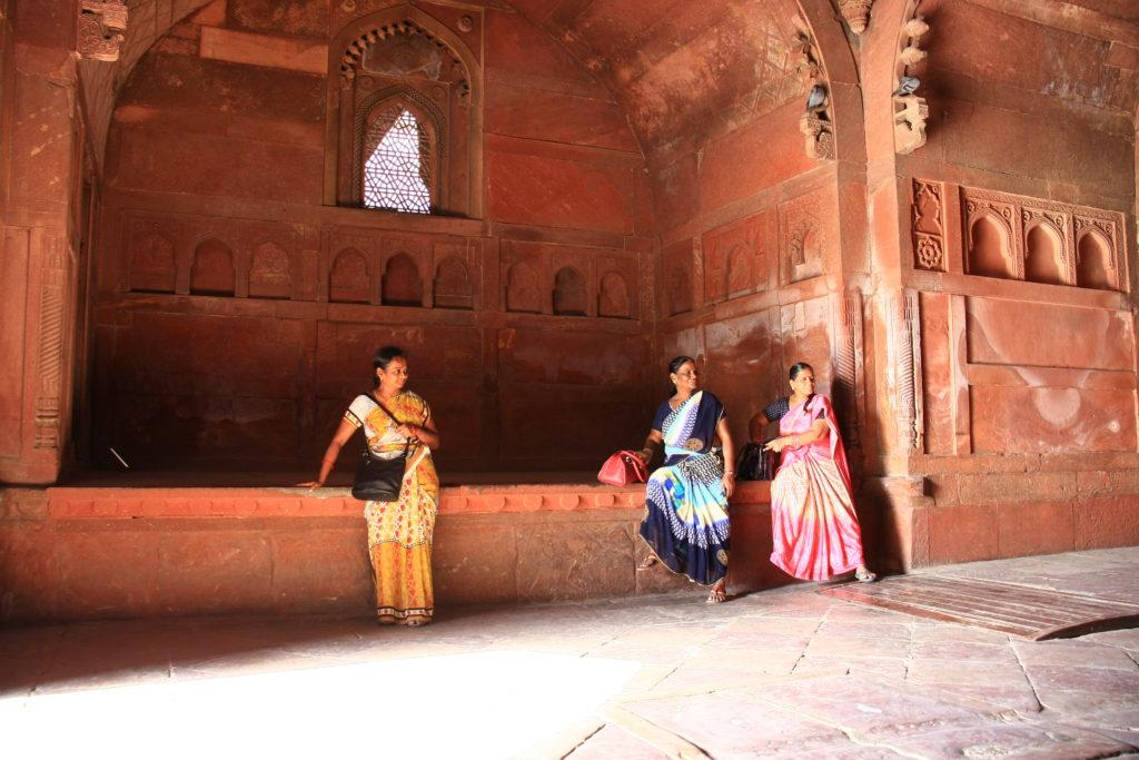 Touristes indiennes dans le Fort Rouge, Agra, Inde