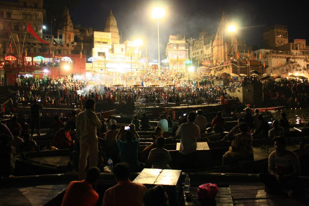 Cérémonie sur les ghats, Varanasi, Inde