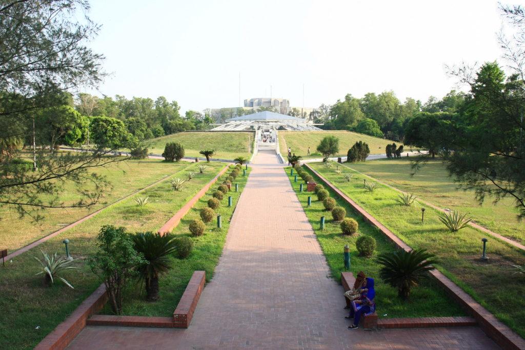 Parc et parlement à Dacca, Bangladesh