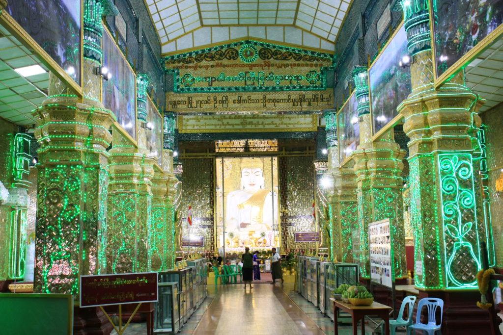 Intérieur d'un temple, Mandalay, Myanmar