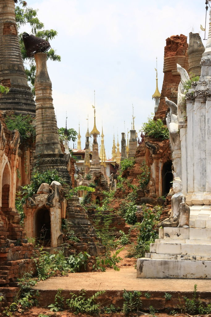 Shwe Inn Dein Pagoda, Lac Inle, Myanmar
