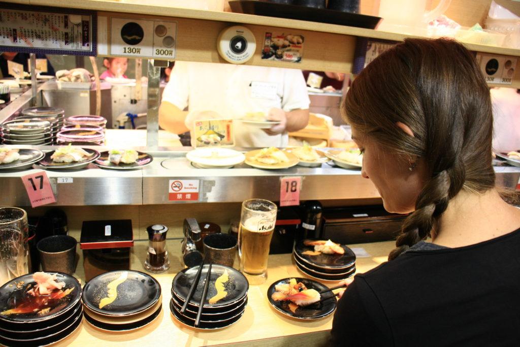 Sushi tapis roulant, Osaka, Japon
