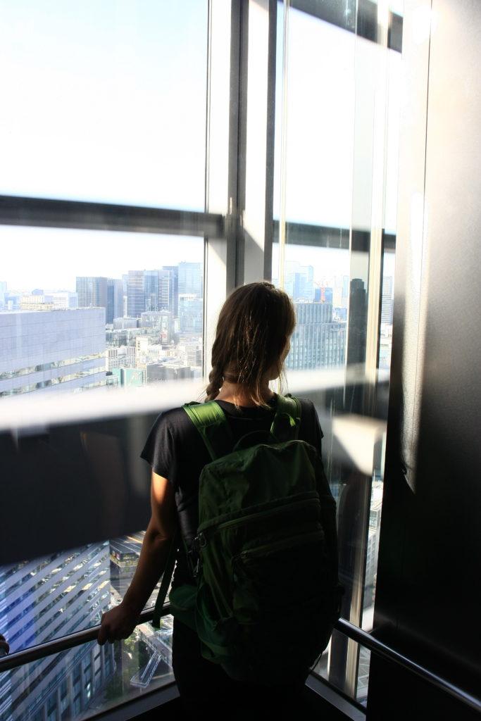 Descendant d'un gratte-ciel, Tokyo, Japon