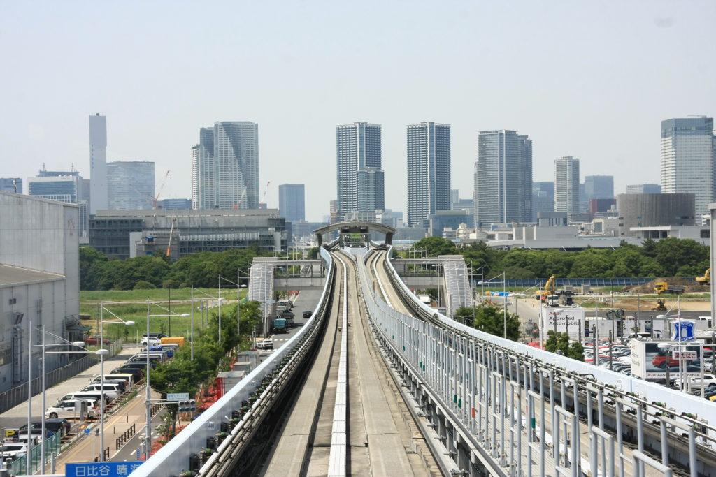 Sur le monorailà Odaiba, Tokyo, Japon