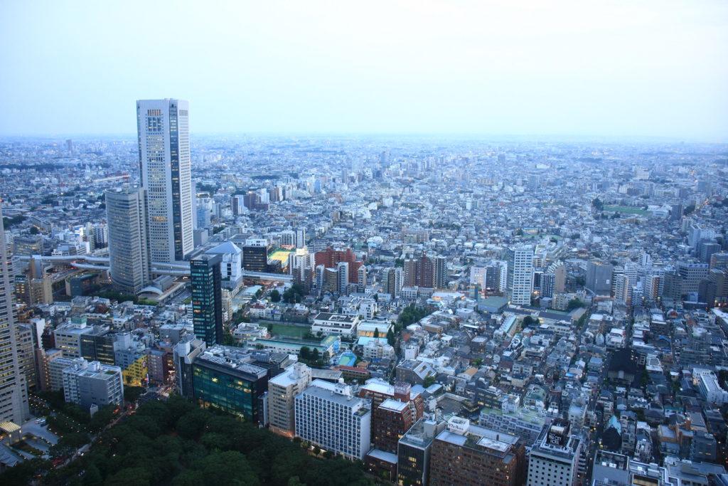 Vue de Tokyo depuis la mairie à la nuit tombante, Japon
