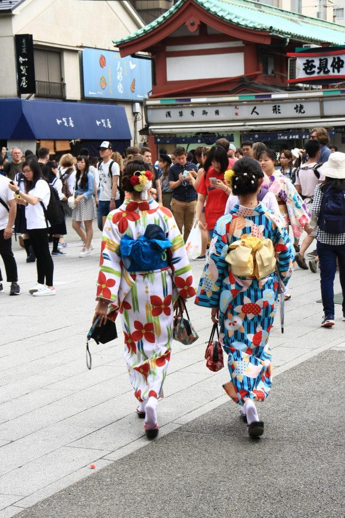 Geishas à Asakusa, Tokyo, Japon