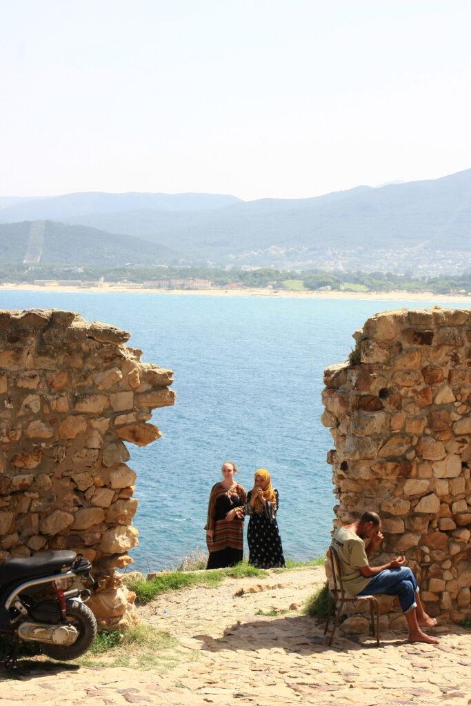 Deux femmes au fort de Tabarka