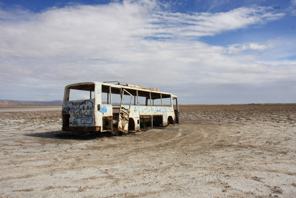 Bus abandonné dans le désert